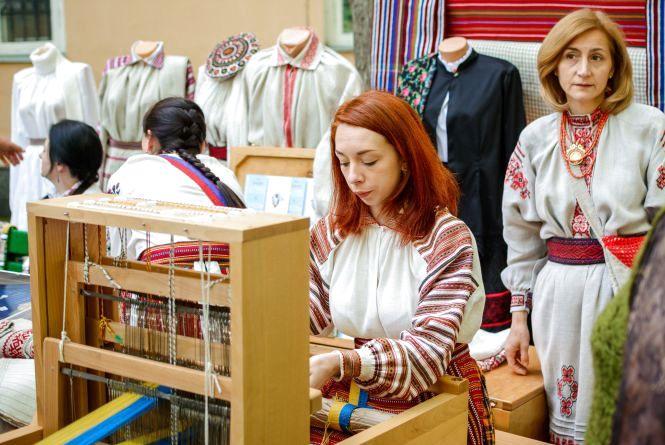 «Майстер-клас» для житомирських етнографів від Рівненського обласного краєзнавчого музею