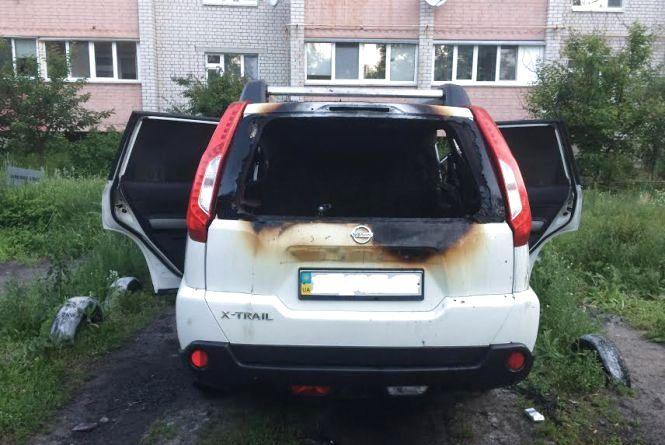 На вихідних у Житомирі загорівся позашляховик. Фото