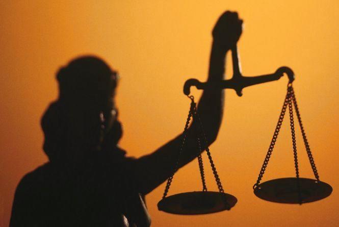 На Житомирщині перед судом постануть суддя і адвокат за майнові махінації