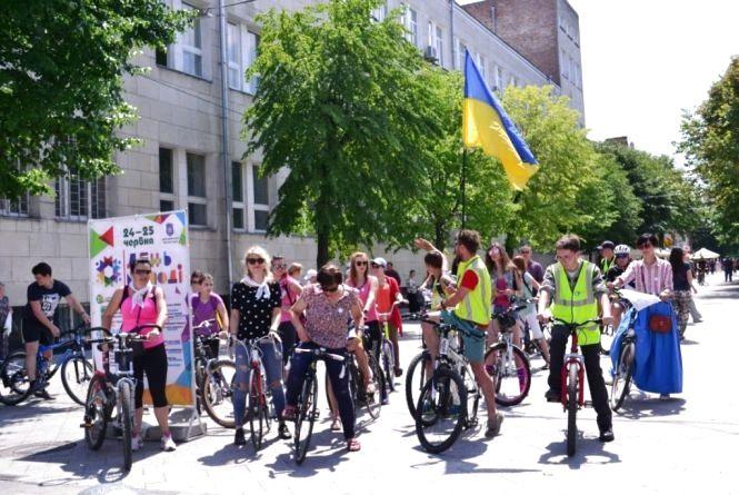 У Житомирі відбувся велопарад дівчат