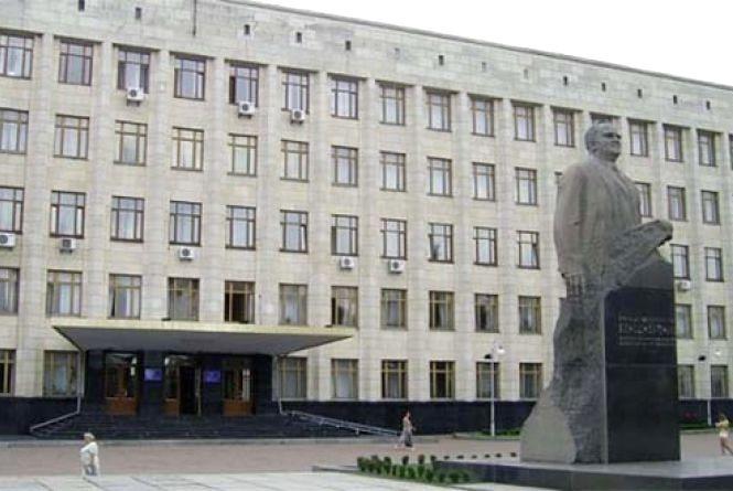 """Любителя поселфитися """"застукали""""на даху Житомирської облдержадміністрації"""