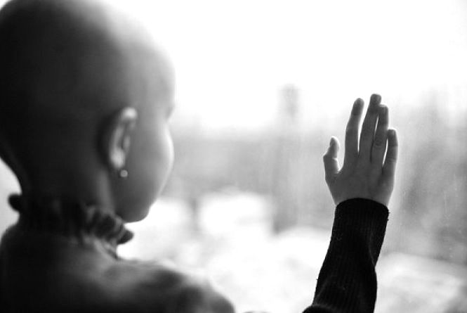 В Україну надійшли ліки для дітей, які хворіють на онкологію на низькорослість