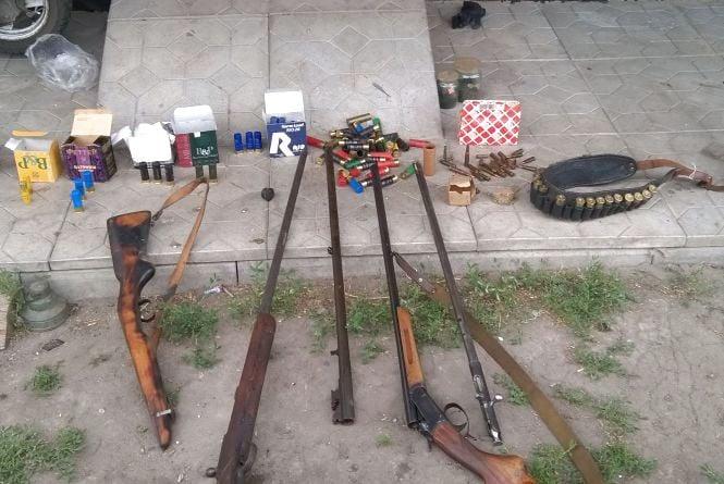 Арсенал нелегальної зброї і набоїв вилучили у жителя Житомирщини