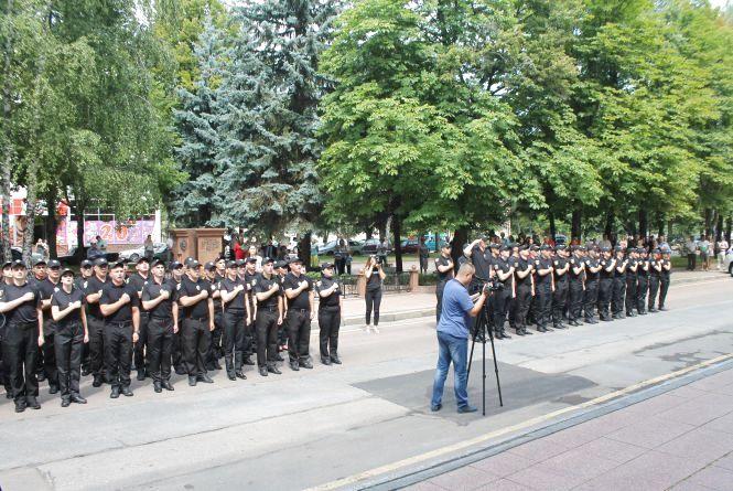 У Житомирі урочисто склали присягу дільничі інспектори та працівники кримінальної поліції. Фоторепортаж
