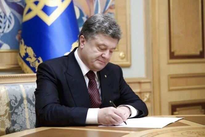 Президент Петро Порошенко підписав закон, який передбачає незастосування штрафних санкцій до платників через кібератаку