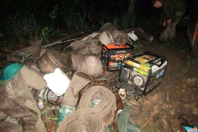 На Житомирщині затримали групу нелегальних бурштиношукачів  з 10 осіб