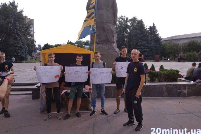 Земля розбрату: сесія Житомирської облради почалась з двох акцій протесту