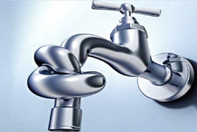 Водопостачання на деяких вулицях Житомира обіцяють відновити до кінця дня:  буде підвезення води