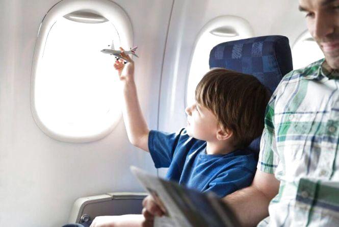 Подорожувати літаком без супроводу можна буде з п`яти років