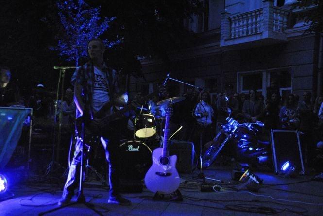 Як житомиряни з музикою та фаєр-шоу святкували День Незалежності. ФОТО
