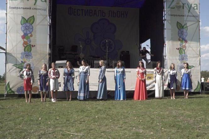 До Фестивалю льону на Житомирщині зварили сир із льоном та відтворили автентичне ткацтво
