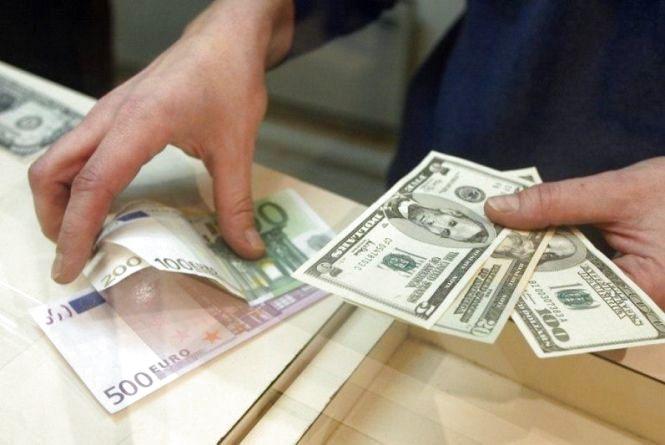 Курс долара пішов вгору