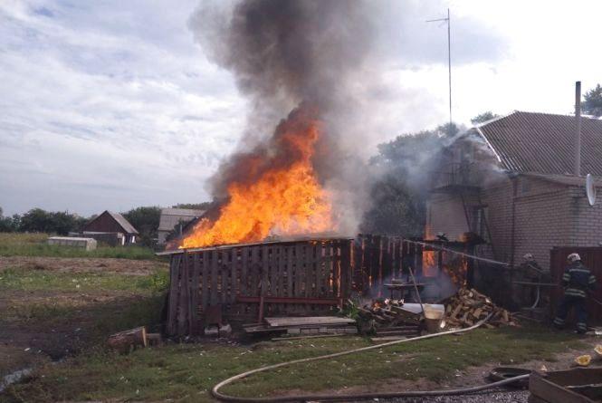 Рятувальники ліквідували пожежу літньої кухні