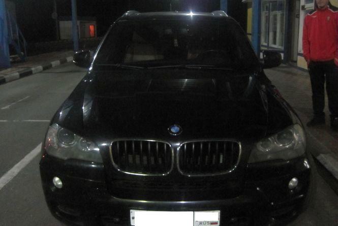 Житомирські прикордонники виявили у пункті пропуску росіянина на автомобілі з невідповідним номером кузова