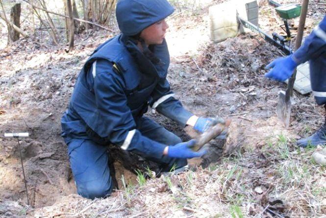 Під Житомиром чоловік знайшов мінометну міну на присадибній ділянці
