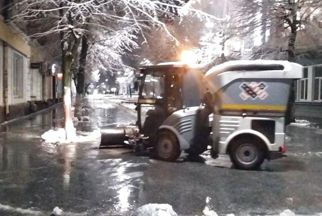 Минулої ночі у місті використали 70 тонн суміші та 10 тонн  солі