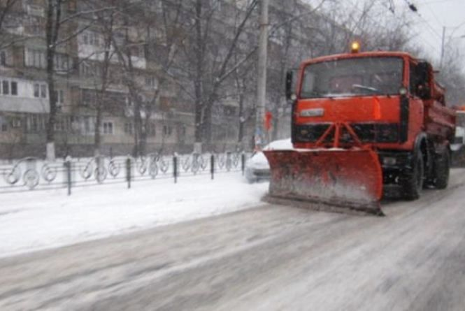 Сьогодні вночі дороги Житомирщини прибирали 75 одиниць техніки