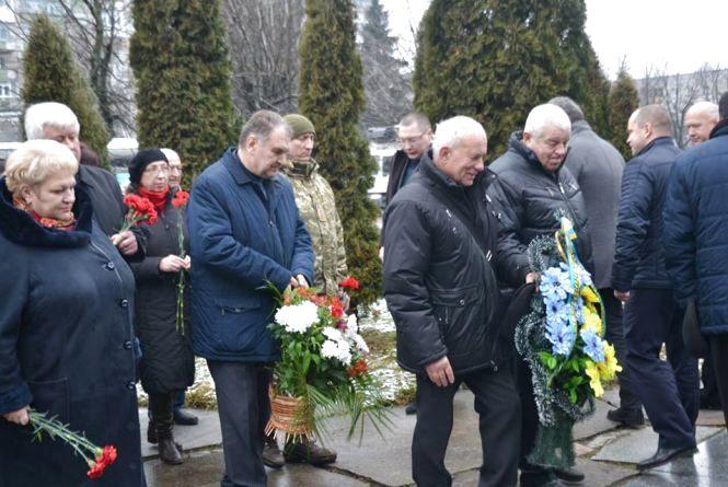 Покладання квітів і мітинг скорботи – у Житомирі вшанували учасників ліквідації наслідків аварії на Чорнобильські АЕС