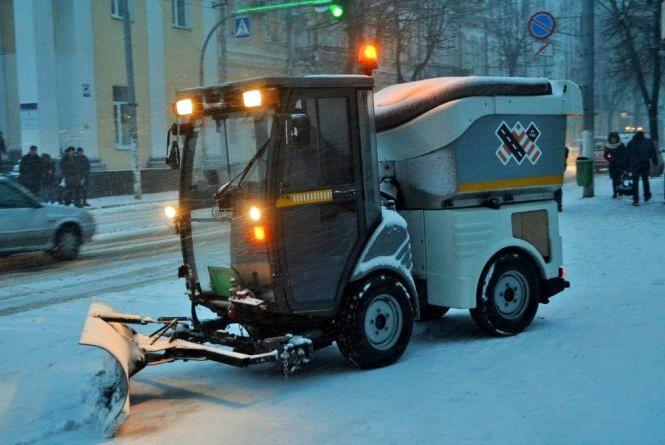 У Житомирі  працює снігоприбиральна техніка