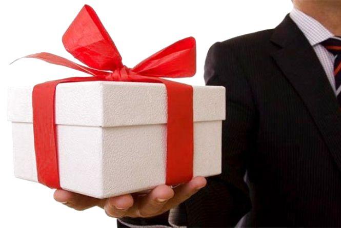 Податківці Житомирщини нагадують: подарунки у розмірі понад 800 гривень оподатковуються