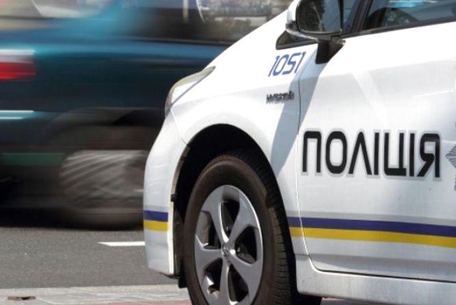 """На очах у житомирських поліцейських злодії намагалися """"поцупити"""" акумулятор з авто"""