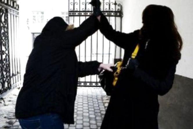Поліція розслідує напад на 19-річну студентку, яка наразі перебуває в реанімації