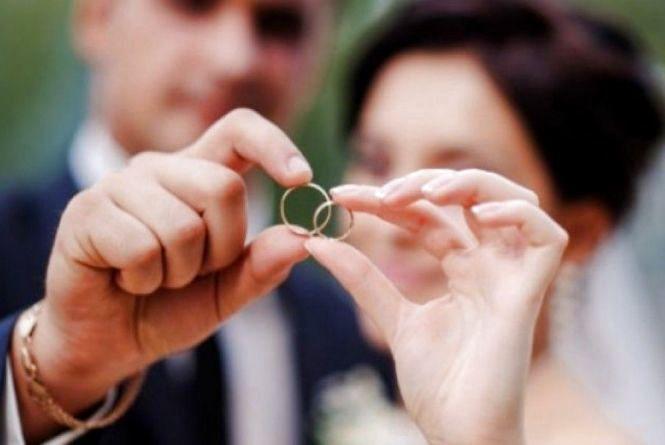 У День закоханих аж до опівночі можна буде подати заяву на реєстрацію шлюбу