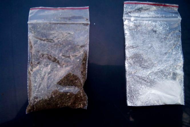 Коноплю та амфетамін знайшли у двох перехожих житомирян