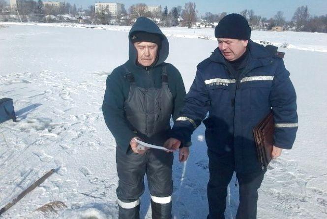 Надавати домедичну допомогу навчали рятувальники рибалок