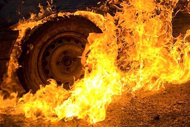 Упродовж доби в області загорілися три автомобілі
