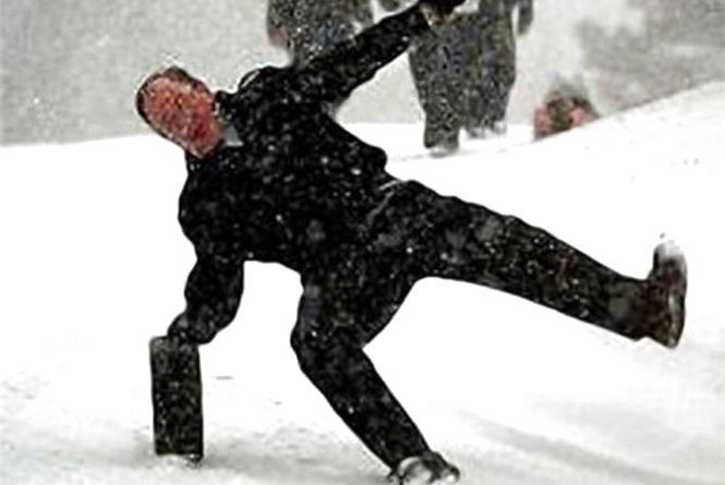 Фігурне падіння: через ожеледицю у Житомирі побільшало відвідувачів травмпункту