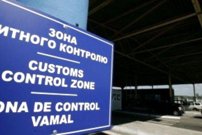 Плануєте перевозити через кордон готівку понад 10 тис. євро?  Не забудьте задекларувати