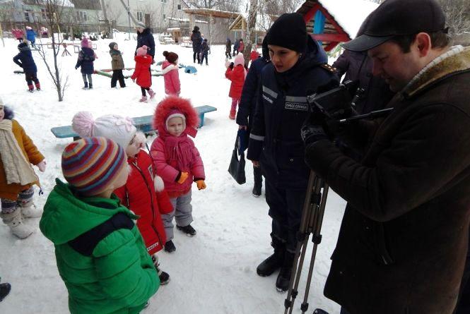 У Баранівці рятувальники провели профілактичну роботу з дорослими та дітьми заради запобігання пожежам