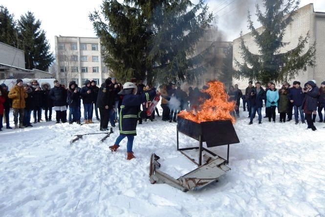 Рятувальники Житомирщини продовжують навчати дітей жити безпечно