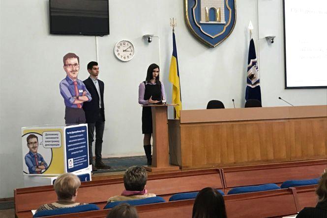 У  Житомирі презентували чат-бот «Держслужбовець Тарас», який допомагатиме заповнювати е-декларацію