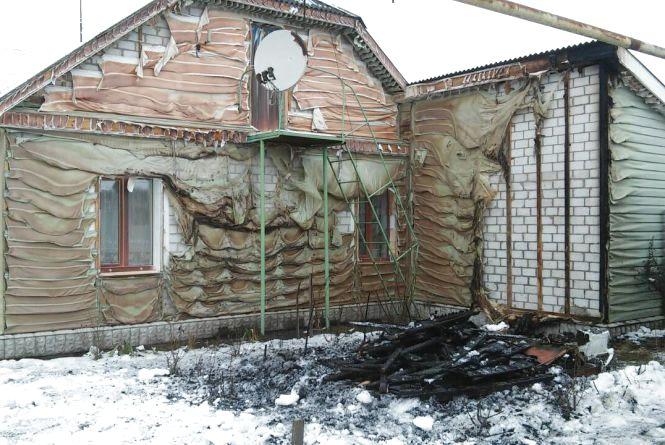 У Коростені вогнеборці врятували будинок від знищення вогнем