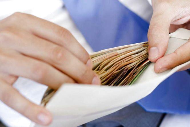 Податківці Житомирщини у минулому році виявили  2926 трудових нелегалів