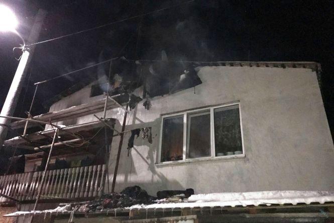 Житомир: вогонь пошкодив дах житлового будинку на трьох господарів