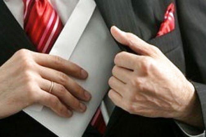 На Житомирщині депутат райради та голова сільської ради привласнили понад 400 тис грн бюджетних коштів