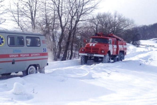 Рятувальники вилучили зі снігових заметів 5 транспортних засобів