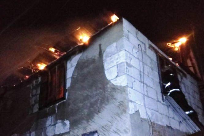 У Малинському районі через несправний комин загорівся будинок