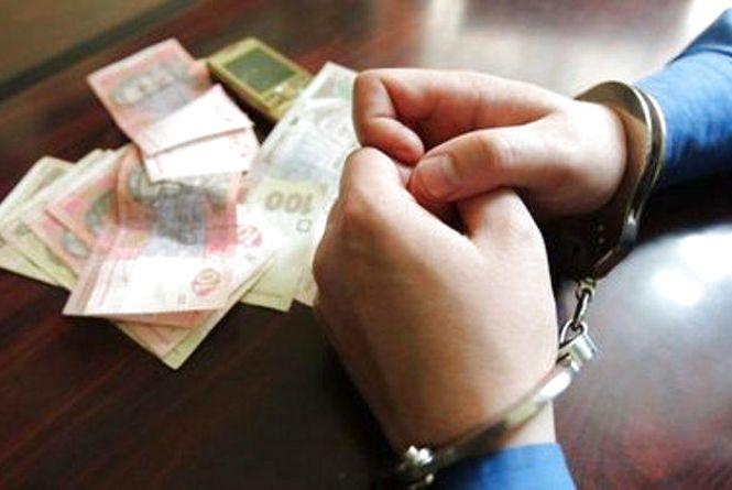 У Житомирі за пропозицію хабара затримано торговця паливно-мастильними матеріалами