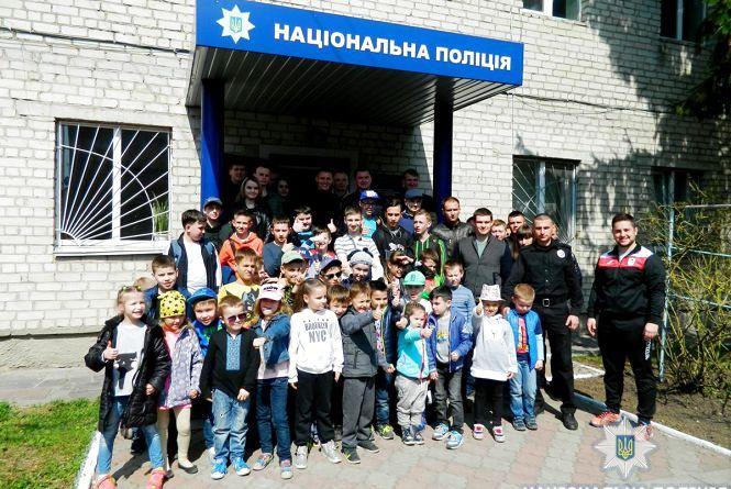 У Житомирі юні спортсмени з екскурсією побували у Центрі підготовки поліцейських
