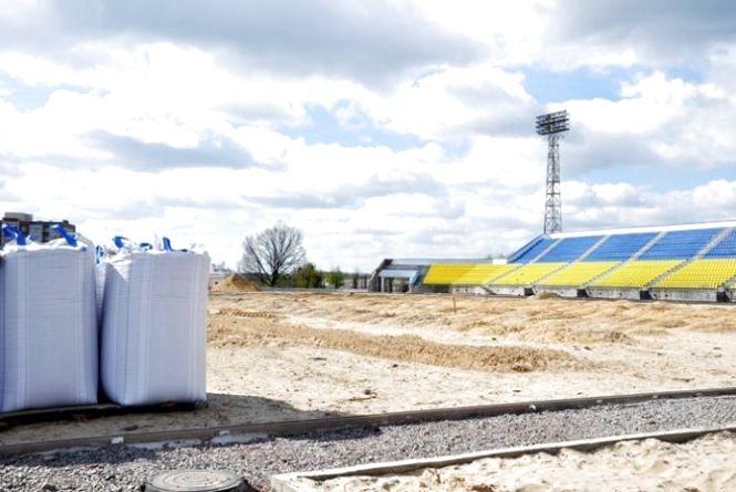 На стадіоні «Полісся» завершили будівельні роботи у тренерській та готують майданчик під палі