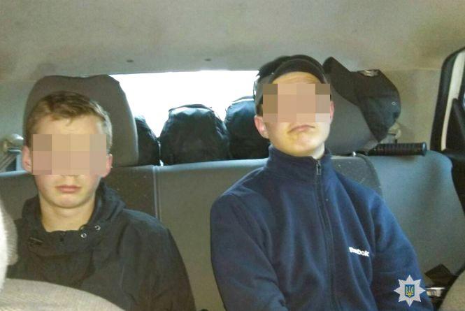 У Житомирі поліцейські охорони затримали двох парубків під час спроби крадіжки з кафе