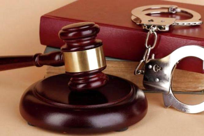 У Житомирі за збут наркосировини судитимуть організатора злочинної групи екс-поліцейського та двох її учасників