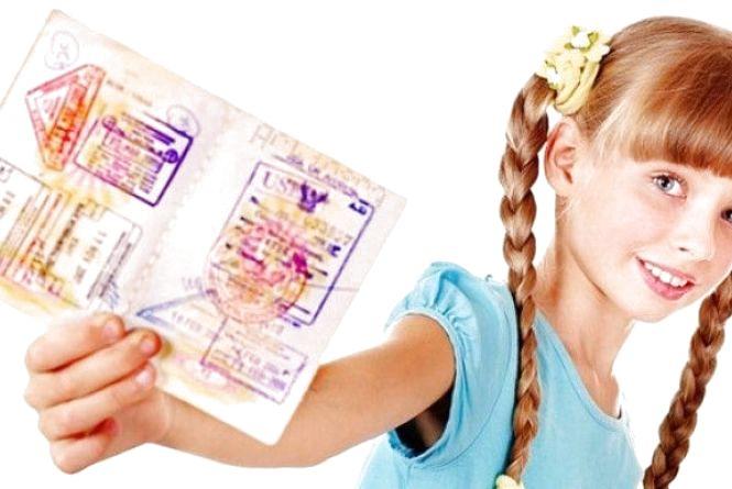 Закордонний паспорт для дитини: як, де оформити та скільки це коштуватиме?