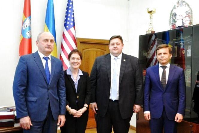 Керівники області та міста провели зустріч з послом США Марі Йованович