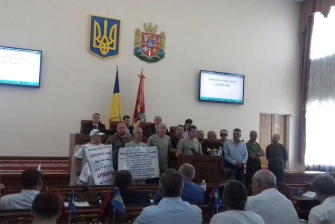 """Попри блокування активістами трибуни депутати проголосували питання по ТОВ """"Валки-Ільменіт"""""""
