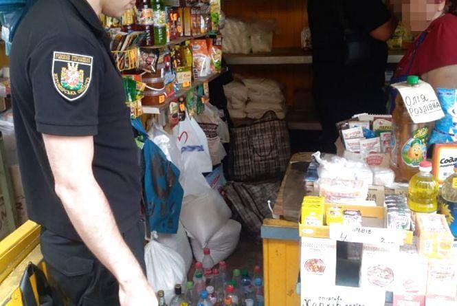 У Житомирі поліція припинила діяльність базарних «наливайок»